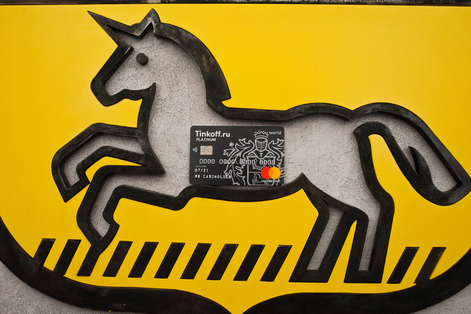 «Тинькофф банк» решил снизить ставки спустя месяц после того, как ЦБ установил новые правила игры