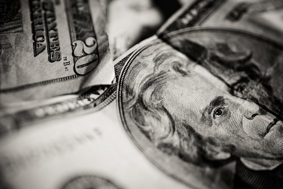 Доллар откатился почти на два года назад