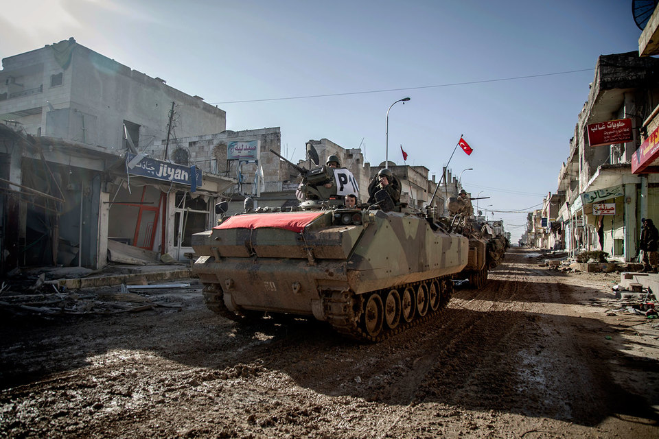 Цель операции «Щит Евфрата» создать зону безопасности на приграничной сирийской территории, до этого занятой ИГИЛ и курдскими отрядами YPG