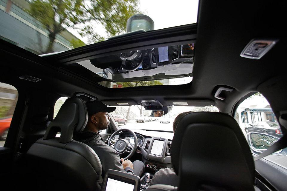 олиция сделала вывод, что машина Uber не виновата в столкновении