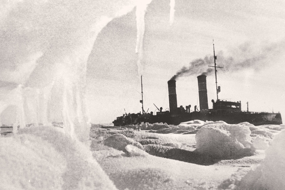 Ледокол «Красин» во льдах, 1936 г.