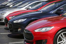 Инвесторы делают ставку на то, что Илон Маск изменит автомобильный сектор так же радикально, как столетие назад – Генри Форд