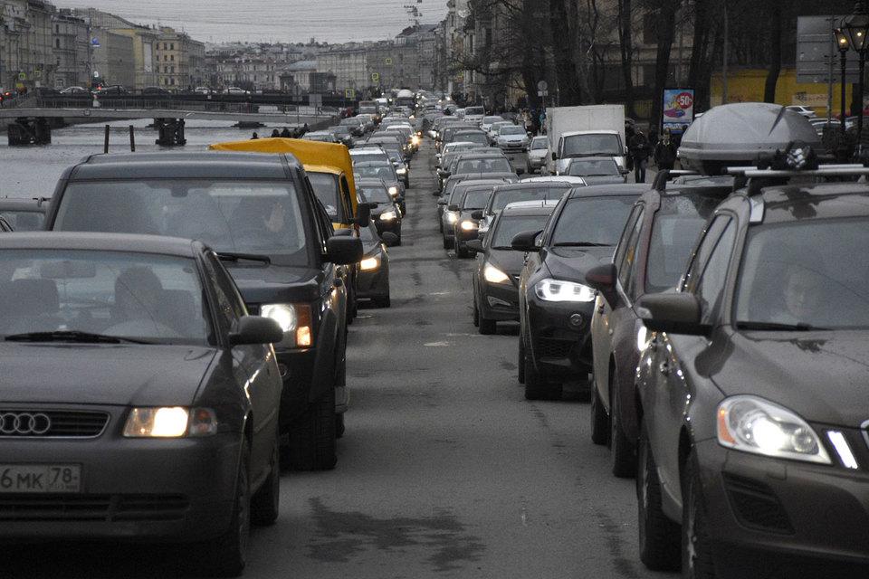 Петербуржцы бесплатно подвозят друг друга до дома