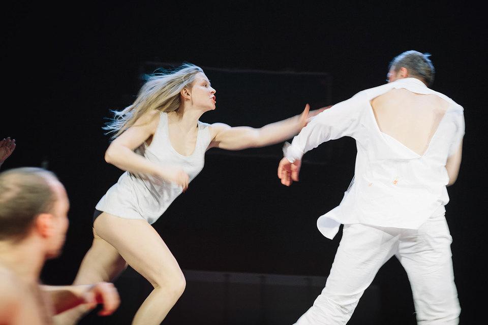Катерина в исполнении Юлии Пересильд исполнена нерастраченной энергии