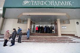 Вкладчики Татфондбанка митингуют с января, и одно из их требований уже выполнено. Предправления банка Роберт Мусин оказался за решеткой