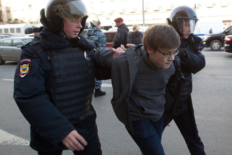Кремль просит не проводить воспитательных работ по митингам среди школьников и студентов