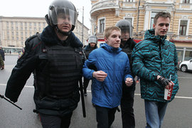 Вслед за полицейскими за многих молодых участников протестных акций взялись учителя