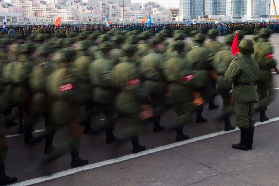 Учения показали нехватку «не менее 30 000 платформ для переброски войск на стратегическом направлении», пояснили в Минобороны