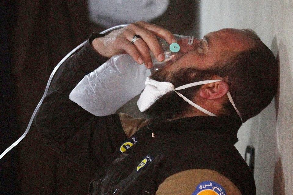 По сообщениям западных СМИ, ссылающихся на минздрав сирийской провинции Идлиб, в химической атаке 4 апреля погибли не менее 69, пострадали порядка 100 человек