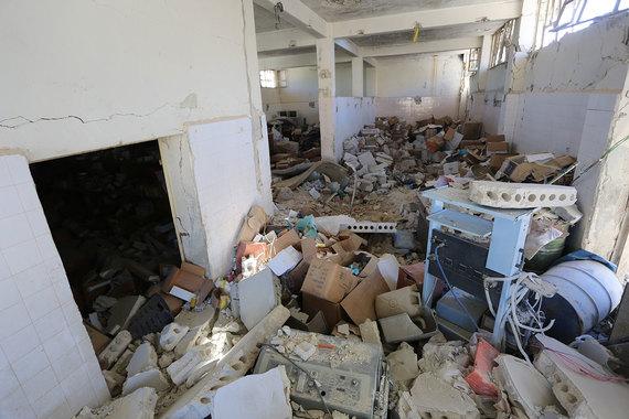Через несколько часов нападению подвергся госпиталь, в который были доставлены пострадавшие, пишет The Guardian. Характер удара не уточняется, но сообщается, что при взрыве погибли не менее 11 детей. Сирийские власти «категорически отвергают» свою причастность