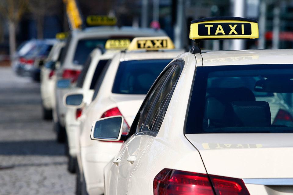 Технологические сервисы по вызову такси активно убеждали независимых водителей противостоять объединению в профсоюзы