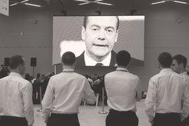 Рейтинг одобрения деятельности Дмитрия Медведева в марте упал сразу на 10 процентных пунктов