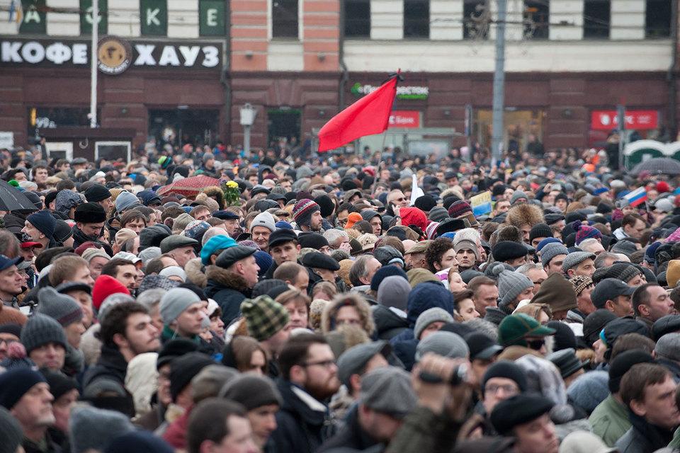 Это опосредованный ответ на массовые митинги против коррупции, которые оказались неожиданными для власти с точки зрения массовости, считает политолог Алексей Макаркин