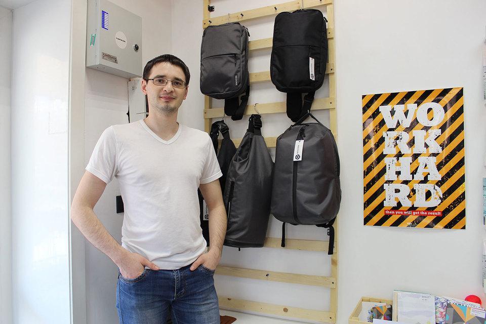 Павел Осипов полгода экспериментировал на маминой швейной машинке, чтобы получился правильный рюкзак