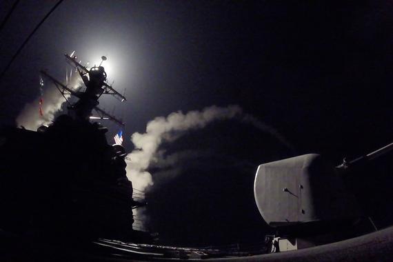 """Военные США выпустили 59 ракет Tomahawk по военной базе сирийских правительственных сил """"Аш-Шайрат"""" в западной провинции Хомс, приводит CBS данные Пентагона"""
