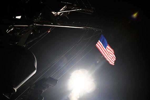 Удары наносились с двух американских эсминцев USS Ross и USS Porter, находящихся в Средиземном море