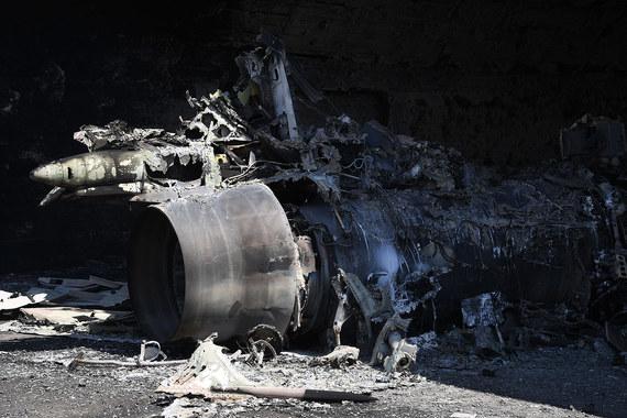"""По данным телеканала «Россия 24», ракетным ударом были уничтожены девять  самолетов сирийских ВВС, но взлетно-посадочная полоса аэродрома """"Аш-Шайрат""""  не пострадала"""