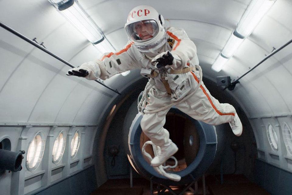 Кинотеатры отдали «Времени первых» каждый третий сеанс