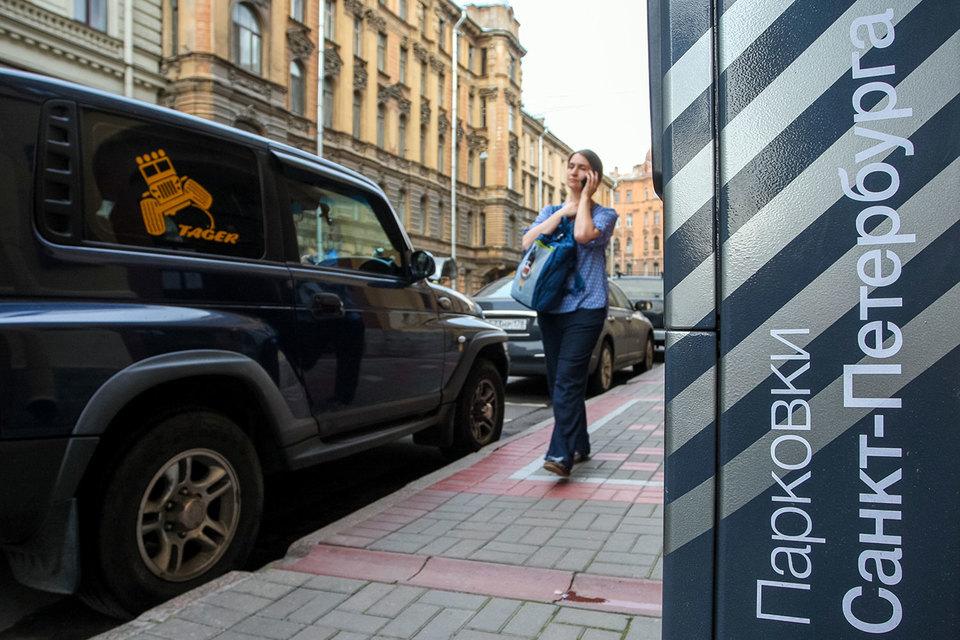 Платные парковки (2895 машино-мест) действуют на 27 улицах в центре города с осени 2015 г.