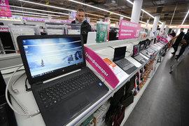 Мировые поставки компьютеров выросли впервые за пять лет. Также впервые с 2013 г. сменился лидер рынка: вместо китайской Lenovo им стала HP Inc.
