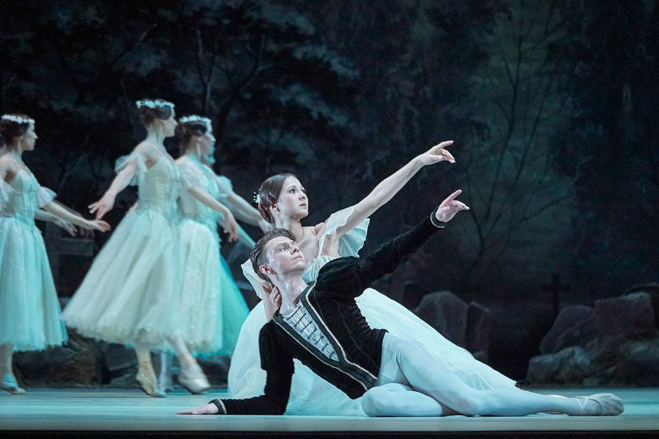 Екатерина Сапогова и Александр Меркушев приносят в старинный балет психологическую достоверность