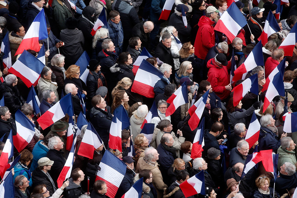 Худший вариант для рынка - выход во второй тур популистов Марин Ле Пен и Жан-Люка Меланшона