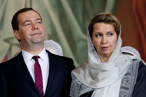 Доход Светланы Медведевой, как и в предыдущие годы, составил 0  руб. Перечень недвижимого имущества и транспортных  средств, находящихся в пользовании Медведева и его супруги, не  изменился