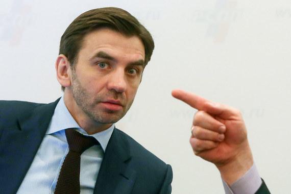 Годом ранее лидером рейтинга по доходам среди членов правительства был  министр по работе с открытым правительством Михаил Абызов. Его доход в  2015 г. составил более 455 млн руб. По итогам 2016 г. Абызов на втором  месте в списке самых «богатых» министров с доходом в размере 520,9 млн  руб.