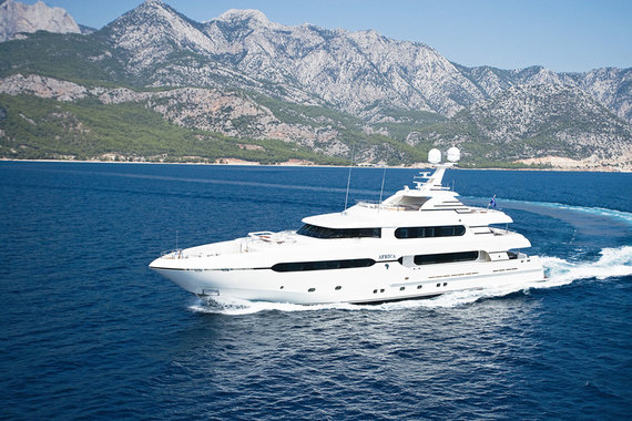 Дочерняя структура принадлежащего Михаилу Шелкову офшора кипрского Valedell – Golden marine international (Британские Виргинские острова) владеет 45-метровой яхтой DYNASTY (ранее носила названия Africa и Sunrise). Яхта была построена в 2009 г. турецкой SUNRISE YACHTING YATCILIK. Сейчас стоит в Пальма-де-Майорке