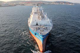 Сжиженный природный газ (СПГ) подешевел с начала года почти на 45% в Японии и на 32% в Европе. «Газпрому» придется снижать цены, чтобы защитить долю рынка, считают эксперты