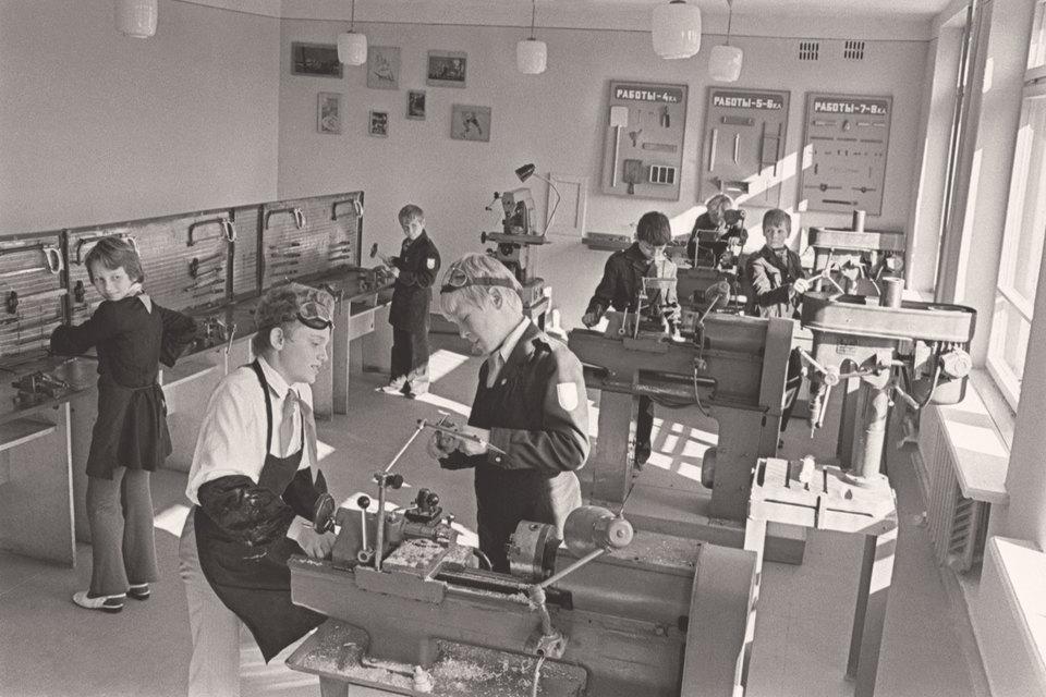 Советская школа была, конечно же, не гуманитарной, а скорее технической и естественнонаучной