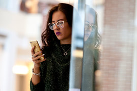 Доходы российских сотовых операторов от sms-рассылок за год выросли на 27%