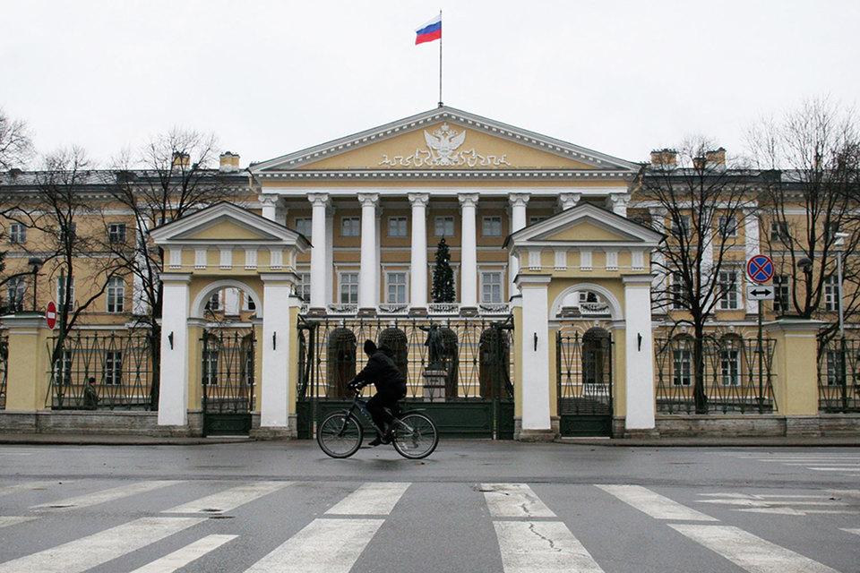 Номинальная средняя начисленная зарплата в Петербурге за 2016 г. составила 48 684 руб.