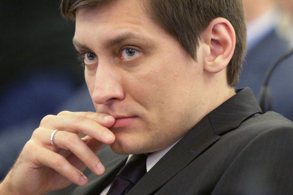 Оппозиция подбирается к мэру через депутатов