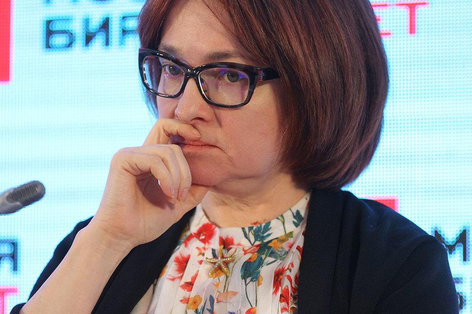 Люди берут значительно больше кредитов и долгов, чем могут обслуживать, согласилась председатель ЦБ Эльвира Набиуллина