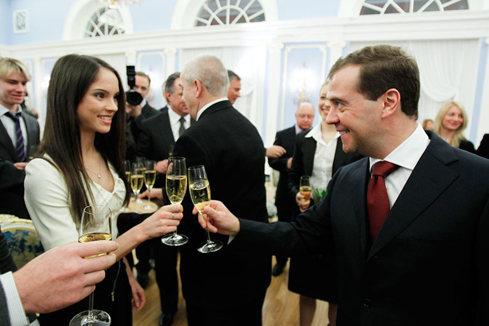 Купить вино «от Медведева» можно в России и сейчас через интернет-магазин