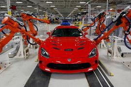 Качество сборки машин Dodge Viper на заводе Fiat Chrysler Automobiles в Детройте проверяют роботы