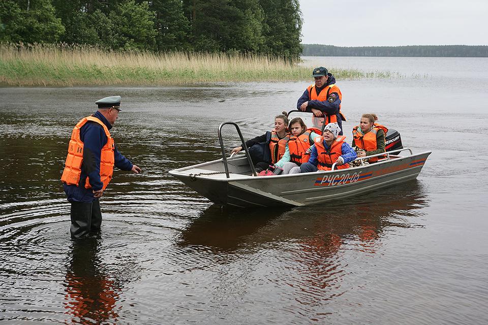 18 июня прошлого года участники детского оздоровительного лагеря «Сямозеро», находясь на лодках, попали в шторм на карельском Сямозере
