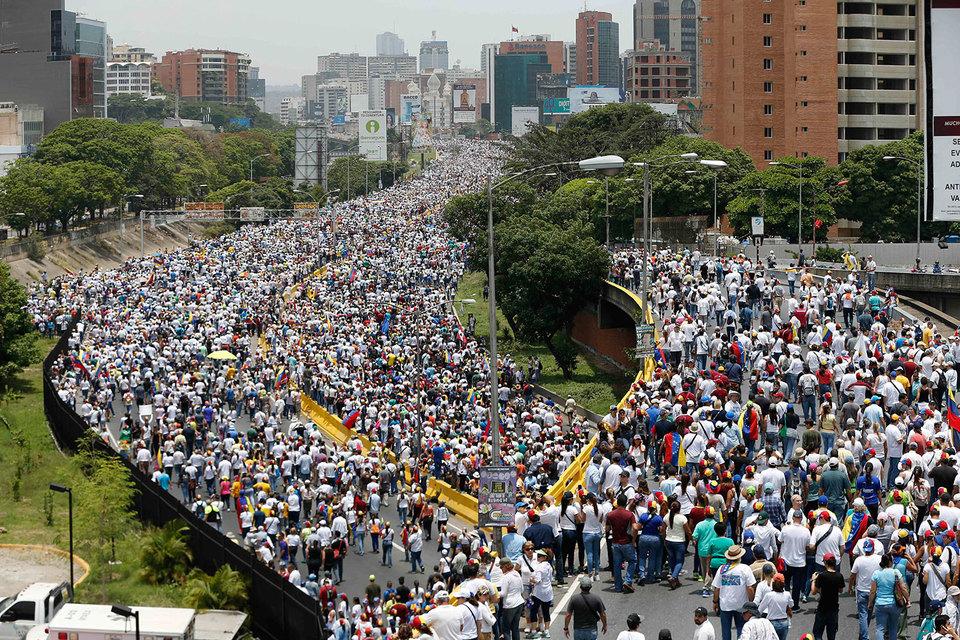 В Каракасе прошла самая крупная акция протеста против президента Венесуэлы Николаса Мадуро за последние несколько месяцев