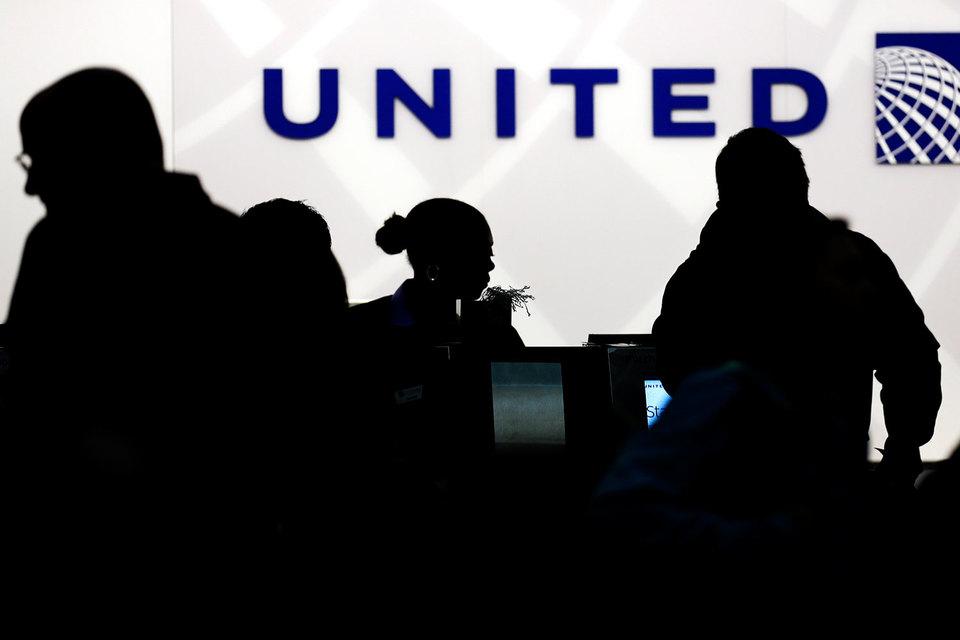 В United Airlines сложилась корпоративная культура, основанная на соблюдении инструкций. Если бы не она, скандального снятия пассажира с рейса удалось бы избежать