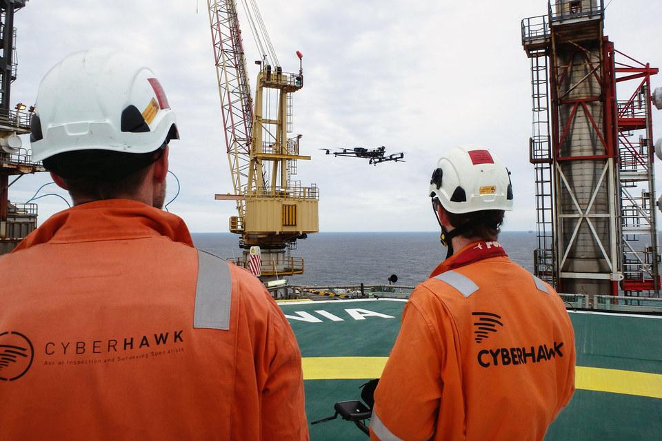 Исследователи также думают об использовании роботов для проверки состояния резервуаров на платформах, чтобы не освобождать их от нефти для проведения инспекции людьми
