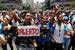"""«Столкнувшись с жестокостью и репрессиями, мы предлагаем больше демократии"""", – заявил Каприлес. На фото: протестующие в Каракасе 20 апреля"""