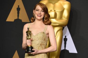 Обладательница «Оскара» Эмма Стоун в серьгах из коллекции The Art of the Wild