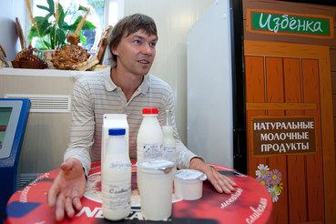 Андрей Кривенко несколько лет работал наемным менеджером, а в 2009 г. начал развивать в Москве сеть небольших магазинов «Избенка»