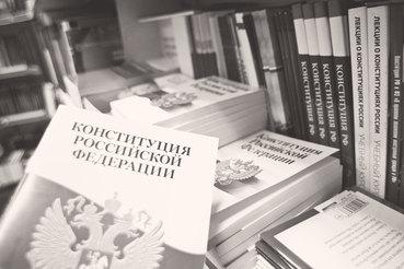«Конституционная» критика законопроектов со стороны независимых юристов и даже самих правовых управлений Госдумы, уже как-то набила оскомину