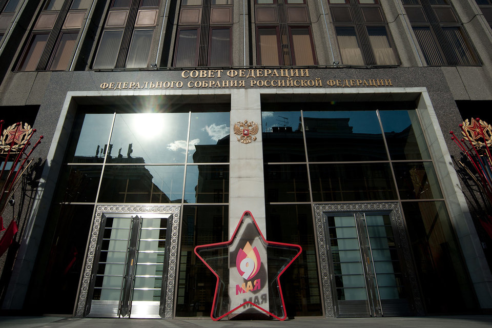 Личный доход семи сенаторов превысил 100 млн руб.