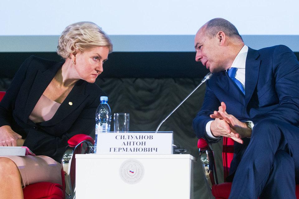 Социальному вице-премьеру Ольге Голодец и министру финансов Антону Силуанову придется договариваться оманевре
