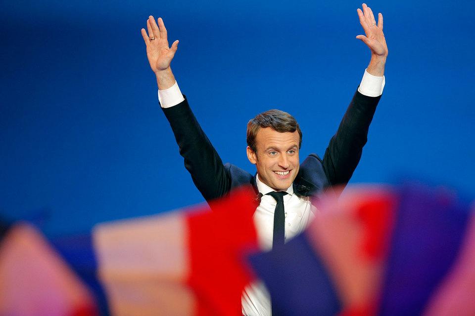 Центристский кандидат Эммануэль Макрон стал лидером в первом туре президентских выборов во Франции