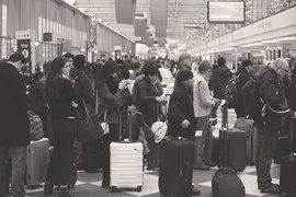 Овербукинг законодательно регламентирован во многих странах, гарантируя «лишним» пассажирам систему компенсаций