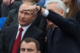 Владимир Путин увидел в программе Сергея Собянина (справа) отдельные недостатки